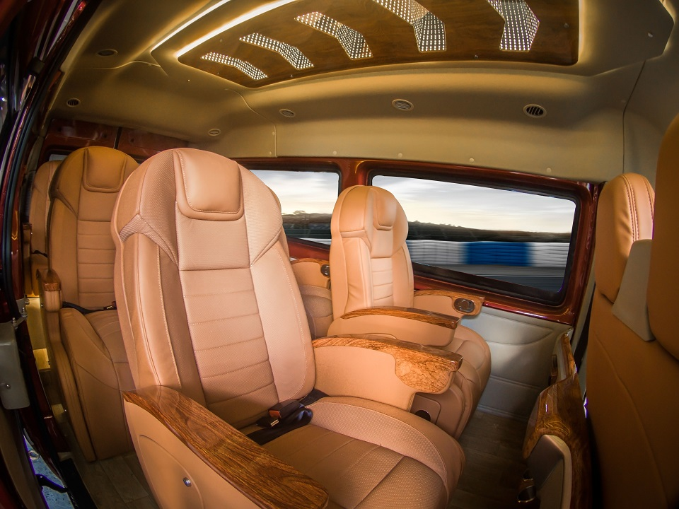 Ford Limousine 9 chỗ thương mại
