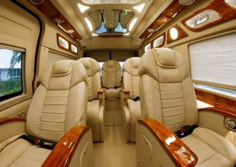 Ford Limousine hạng thương gia SKYBUS Infinity