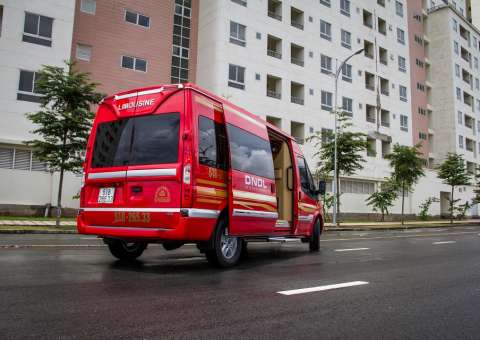 Ford Limousine cao cấp SKYBUS Infinity