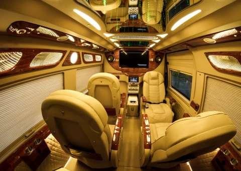 xe Ford Limousine SKYBUS hạng thương gia