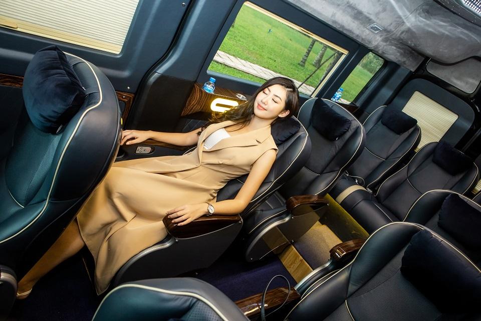 xe limousine 12 ghế Solati Skybus