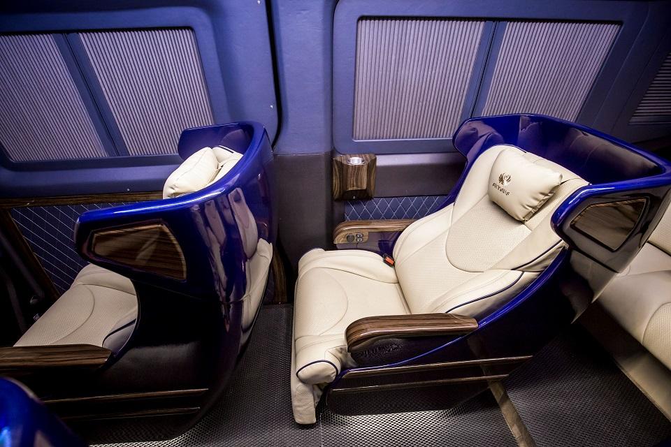 SKYBUS Solati Bold - Limousine ghế VIP chỉnh điện