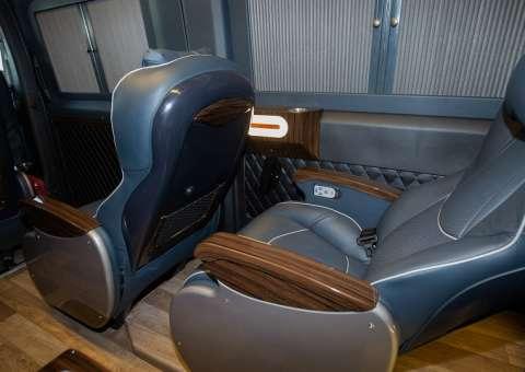 Solati Limousine 12 chỗ SKYBUS Pro 7