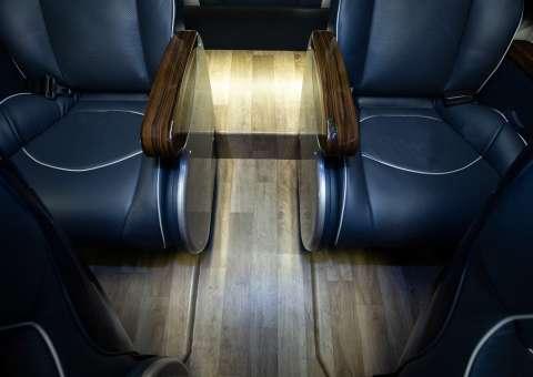 Solati Limousine 12 ghế VIPs SKYBUS PRO 10