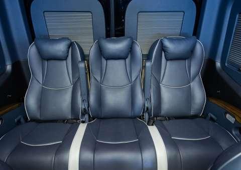 Solati Limousine 12 ghế VIPs SKYBUS PRO 16