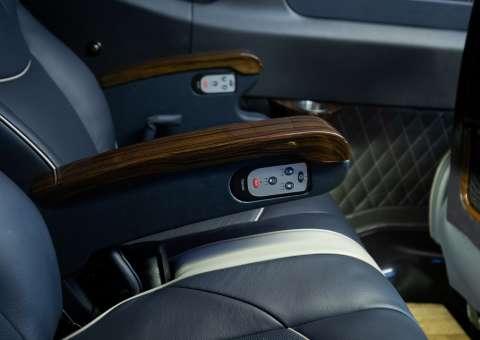 Solati Limousine 12 ghế VIPs SKYBUS PRO 3
