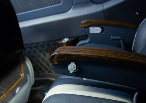 Solati Limousine 12 ghế VIPs SKYBUS PRO 4