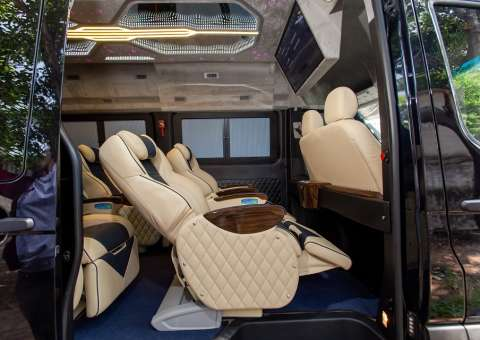 Solati Limousine 10 chỗ - SKYBUS Solati Special 8