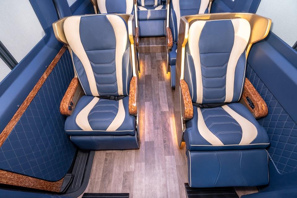 Skybus Bold - Solati Limousine 10 ghế VIP chỉnh điện 12
