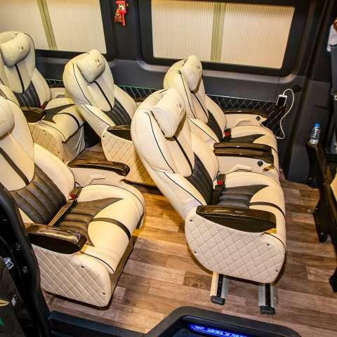 Solati Limousine 12 chỗ - Skybus Pro 2