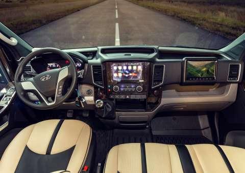 Khoang lái Skybus Pro