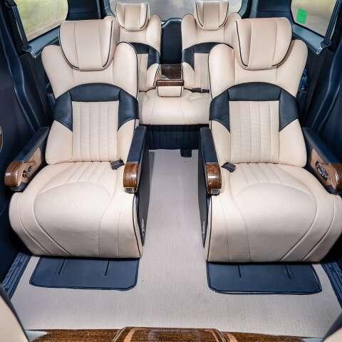 Ford Tourneo độ Limousine 2